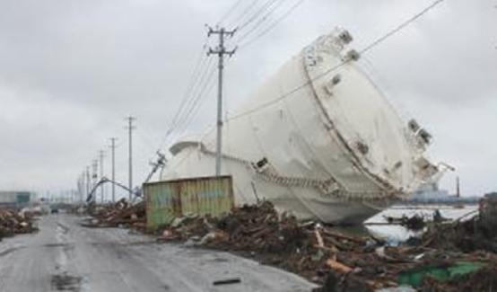 岩沼市玉浦の被害(津波によって流されたタンク)