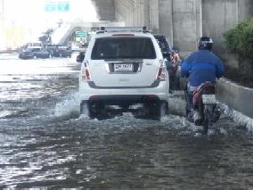 冠水している道路