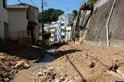 神戸市灘区篠原台の住宅地の土石流